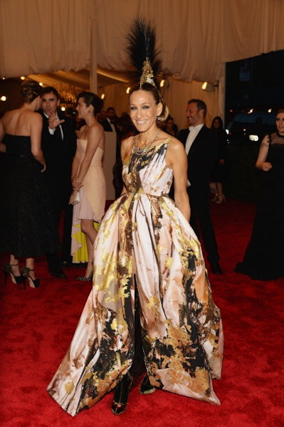 Sarah Jessica Parker channeling  Carrie Bradshaw in Giles