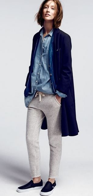 A denim shirt and sweats with great style