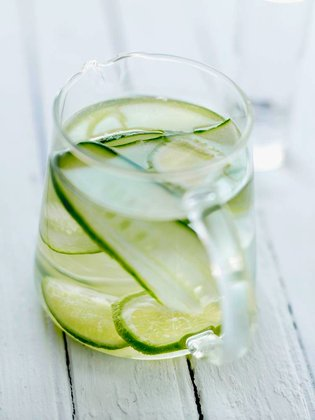 Cucumber and lime-flavored water