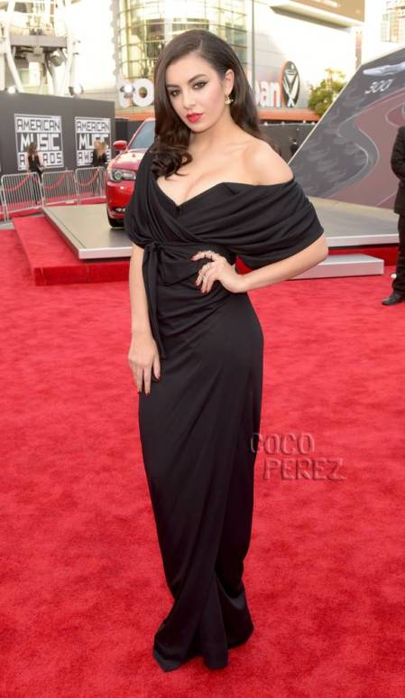 amas-american-music-awards-2014-charli-xcx-red-carpet__oPt